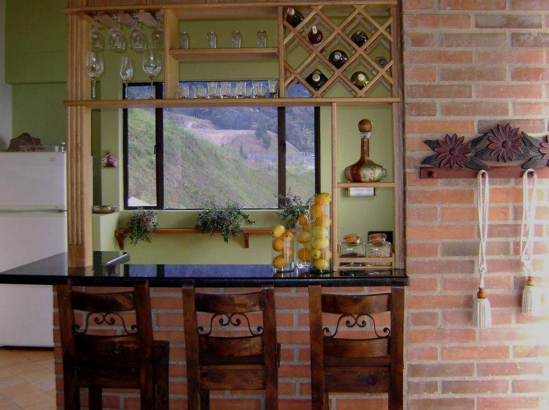 Cocina casa en las palmas carpinter a talentos for Puertas para entrada de cocina